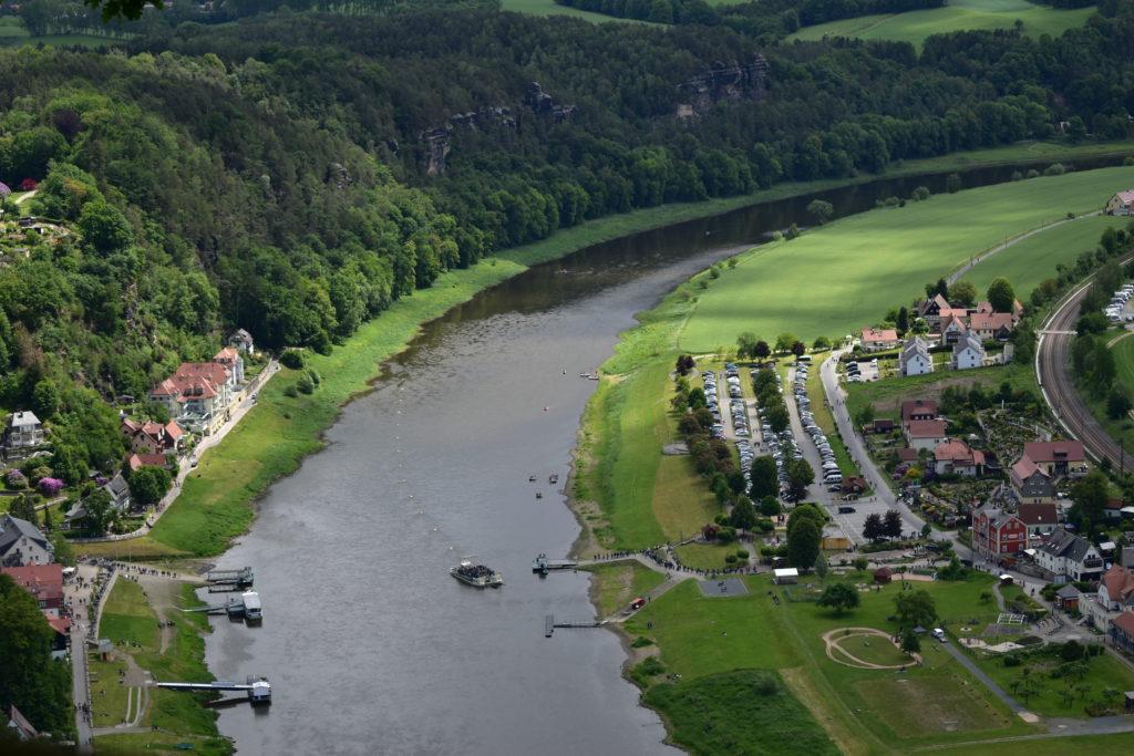 Flussblick Elbsandsteingebirge